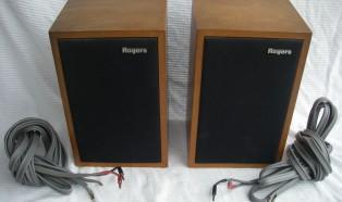 Rogersのモニタースピーカー、LUXKITのアンプなどオーディオ機器